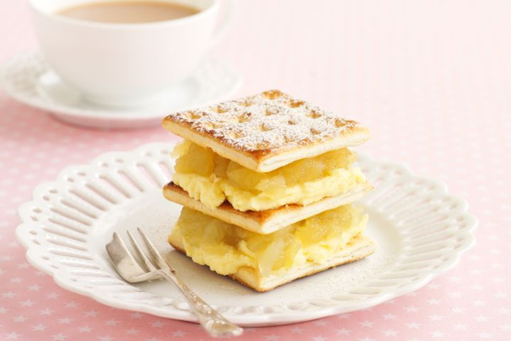 Apple & custard creams
