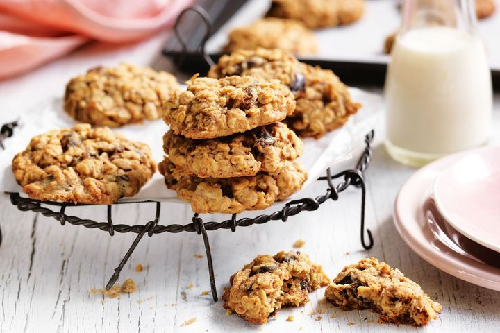 Easiest-ever date and oat cookies