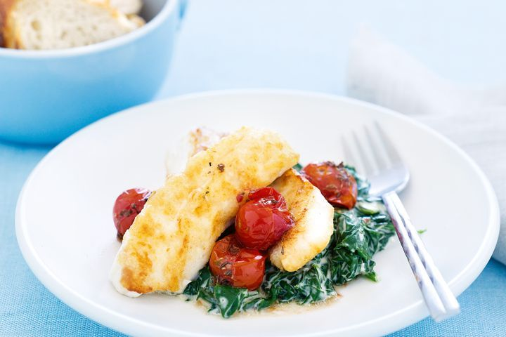 Fish with creamed spinach and tomatoes
