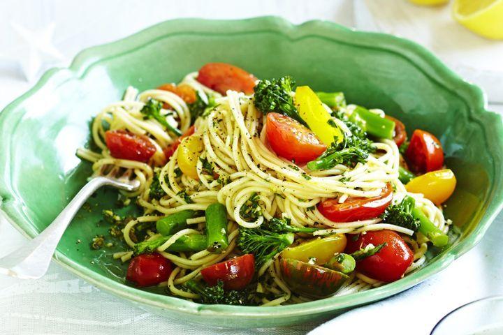 Spaghetti with heirloom tomatoes & gremolata