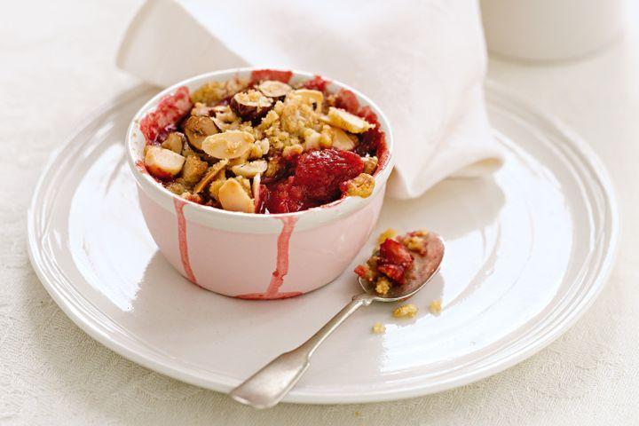 Vanilla, honey & strawberry nut crumble